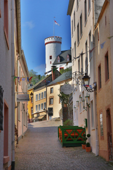 Alley with a view of the Lehnshaus (today rectory) with full tower